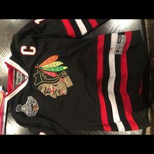 Jonathon Toews black jersey